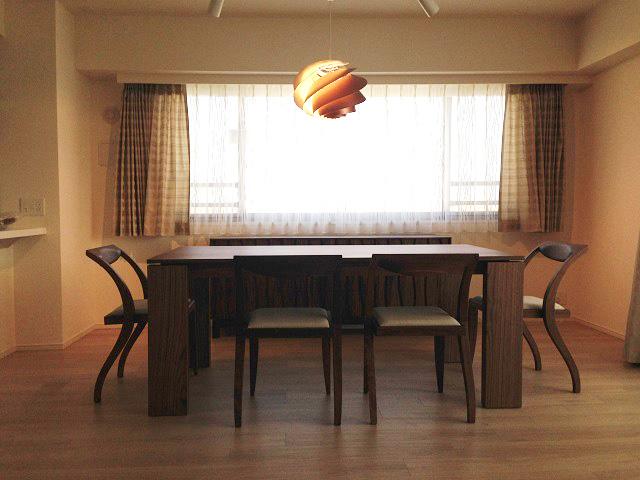 M様 / ポラダ ケヴィン ダイニングテーブル、アーレキンチェア、マサイチェスト、レ・クリント SWIRL