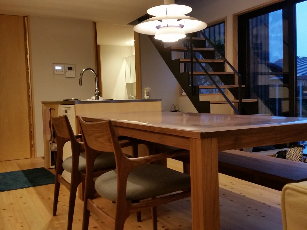 M様 / レンダイニングテーブル、レンベンチ、ソアーアームチェア、PH5ペンダント