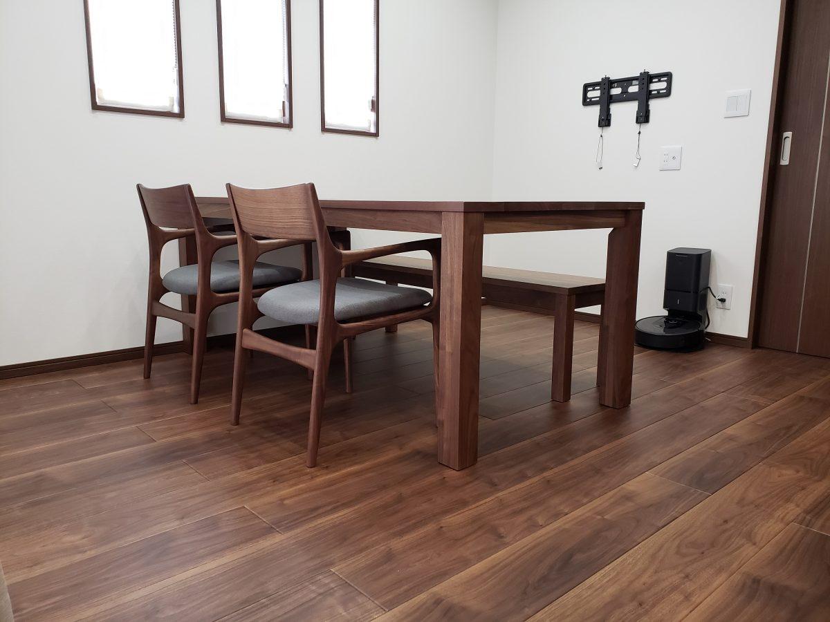 H様 / エーボスコソファ、ベッフェラグ、レンダイニングテーブル、レンベンチ、ソアーアームチェア