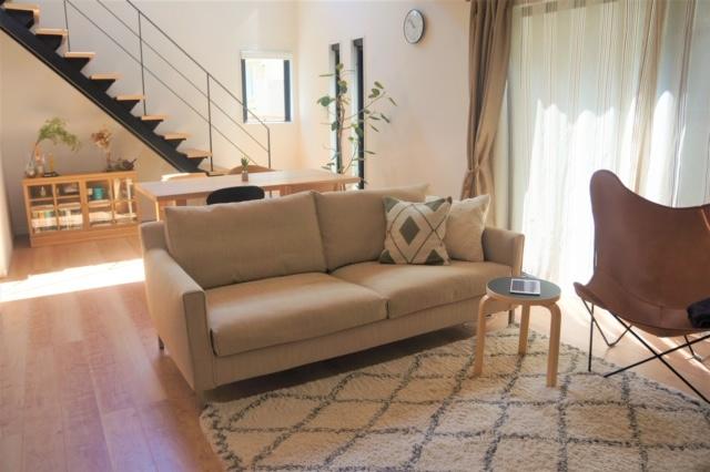 本坊邸 / アイラーセン ストリームラインソファ、アリンコチェア、J39チェア、CH88Pチェア