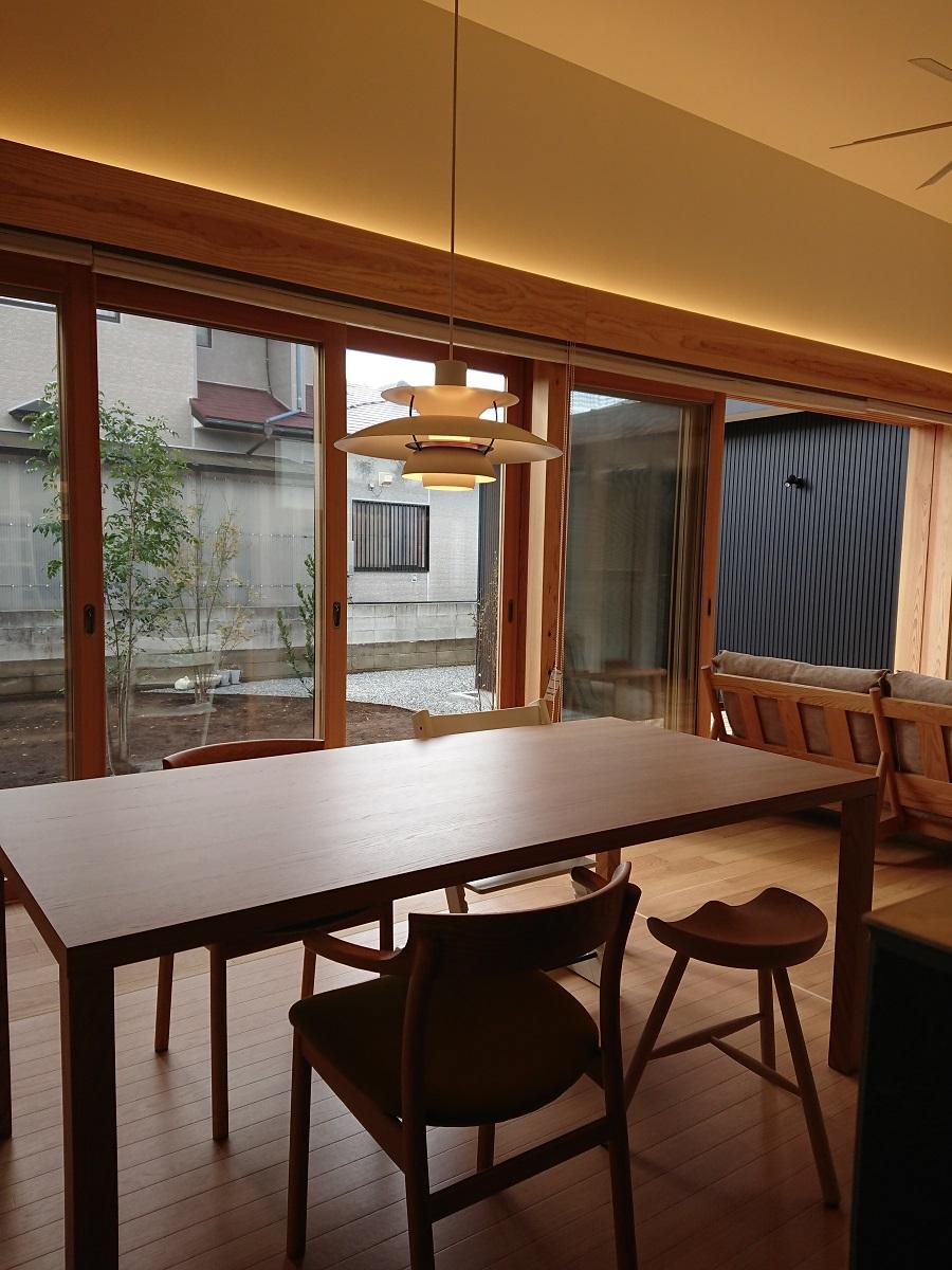 S様 / ロッジソファ エフビーダイニングテーブル スープダイニングチェア シューメーカースツール トリップトラップチェア
